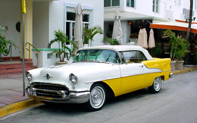 Photo of a classic Oldsmobile Holiday in Miami Beach, Florida
